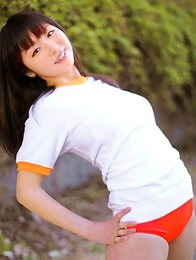 Megumi Suzumoto with hot bum in shorts is ready for sports